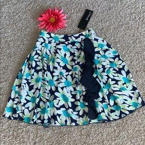 🌸Pretty FLORAL Skirt w/Ruffle💙